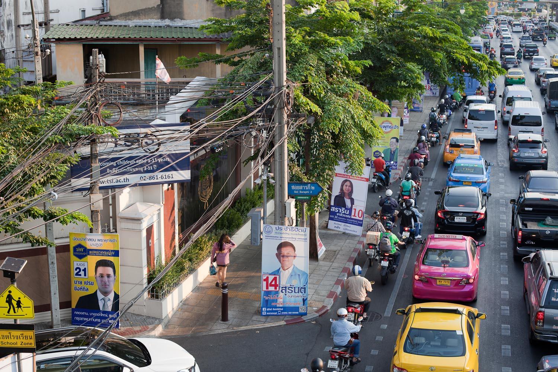 Campaign posters along Prachadhipok Road, Khlongsan district: Phak Prachachon Patirub (People Reform Party), Phak Prachathipat (Democrat Party), Phak Thai Raksa Chart (Thai Save the Nation Party)