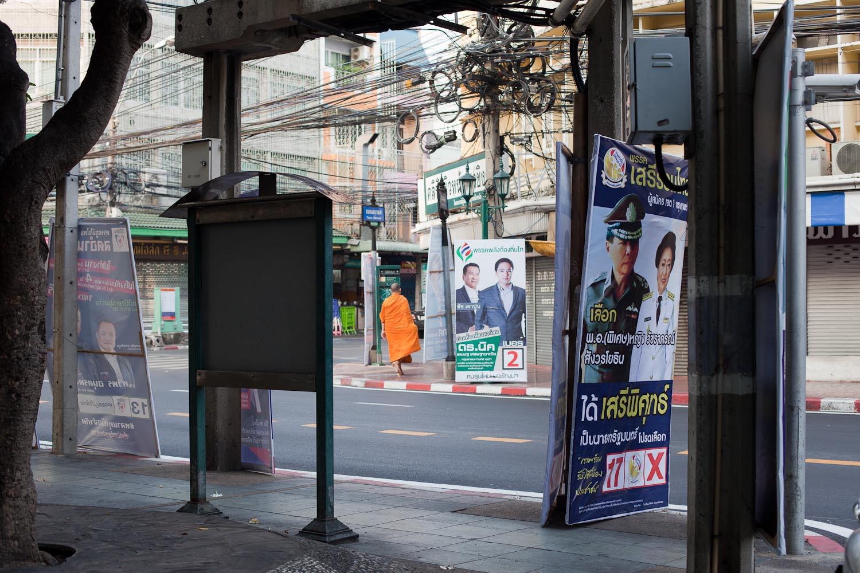 Phak Seri Ruam Thai (Thai Liberal Party). In the background: Phak Phalang Thongthin Thai (Thai Local Power Party)