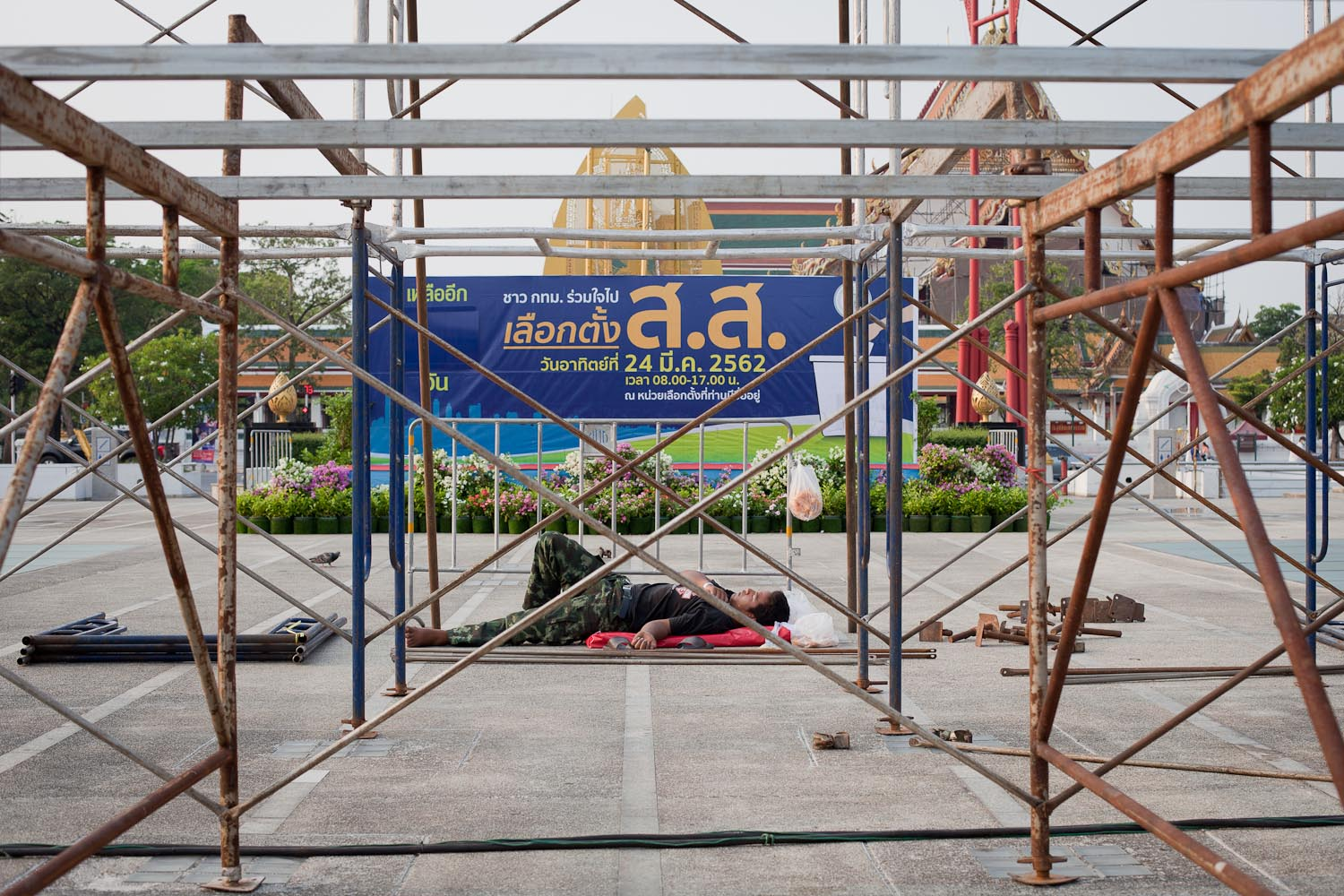 "Poster on the square in front of the Bangkok Metropolitan Administration head office: ""People of Bangkok, join the election for the House of Representatives on 24 March 2019."""